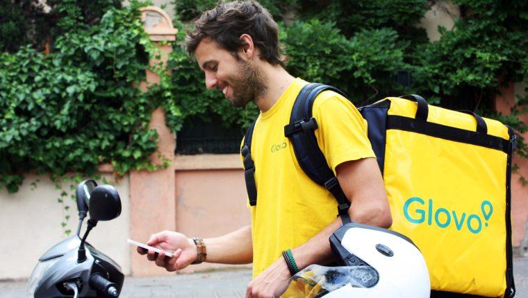 Un repartidor de Glovo utiliza la aplicación por 102 horas al mes y logra entregar 129 órdenes. (Foto Prensa Libre: Cortesía)
