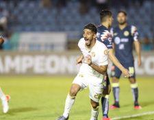 El defensa Gerardo Gordillo celebra el gol frente al América. (Foto Prensa Libre: Norvin Mendoza)