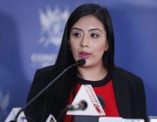 La diputada Helen Ajcip durante la conferencia de prensa. (Foto Prensa Libre: Esbin García).