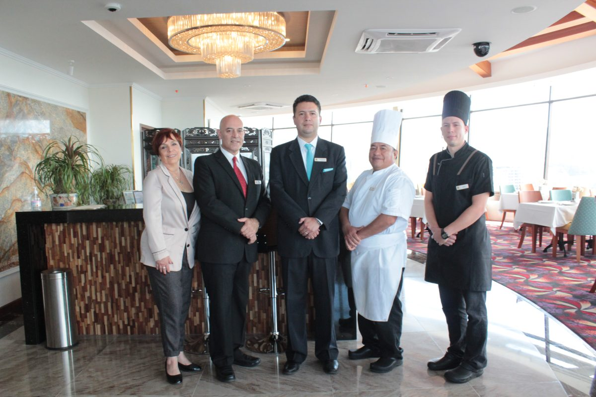 El primer restaurante giratorio en Centroamérica abre sus puertas en Hotel Vista Quince