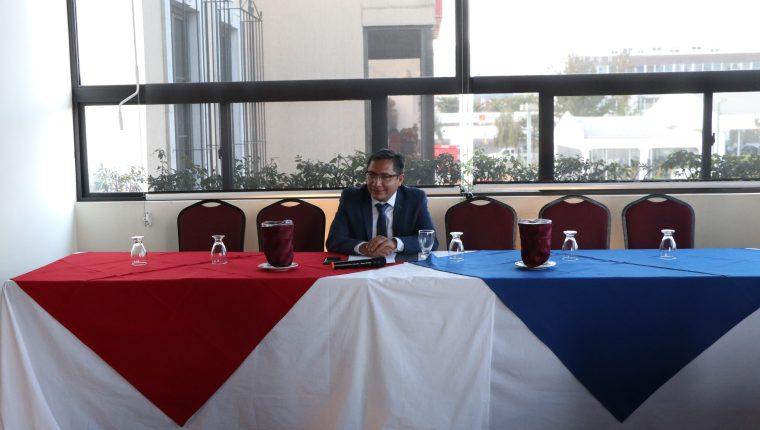 Julio César Quemé, actual gobernador, fue el único en asistir al foro. (Foro Prensa Libre: Raúl Juárez)