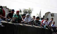 Más de un centenar de hondureños salieron en una de las  caravanas de 2018 hacia Estados Unidos. (Foto Prensa Libre: EFE)