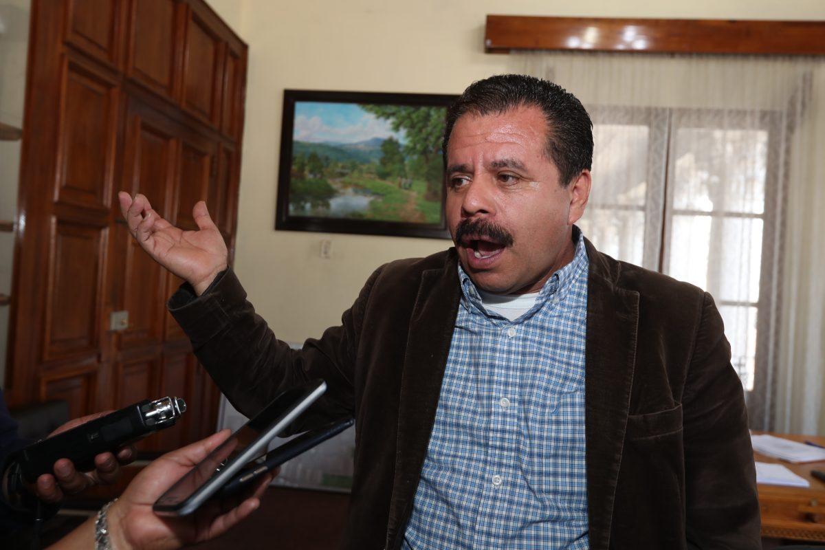 TSE deja en manos del Concejo de Xela decidir si el alcalde Juan Fernando López reúne los requisitos para ocupar el cargo