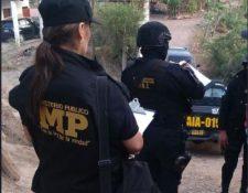 Investigadores del MP efectúan allanamientos para capturar a personas señaladas de estafa. (Foto Prensa Libre: MP).