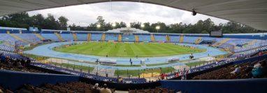 """El estadio Doroteo Guamuch Flores es el mejor escenario con el que cuenta Guatemala para el """"nuevo futbol"""". (Foto Prensa Libre: Hemeroteca PL)"""