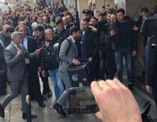 Lionel Messi a su llegada a Nápoles para el partido de Champions. (Foto Prensa Libre: redes sociales)