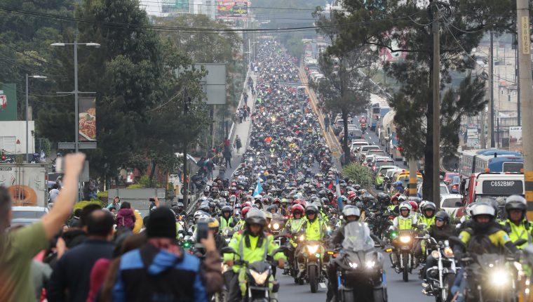 Miles de motoristas participan en la caravana de Zorro 2020. Fotografía. Prensa Libre: Erick Avila.