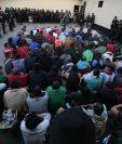 Dos cárceles de Chimaltenango fueron requisadas y fue decomisado cable para conexión a internet, así como objetos punzocortantes. (Foto Prensa Libre: Ministerio de Gobernación)