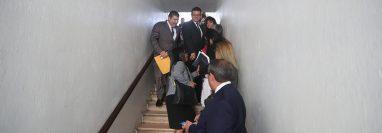 Aspirantes a magistrados de corte de Apelaciones llegan a oficinas del Congreso para grabar un video individual donde acrediten su experiencia. (Foto Prensa Libre: Miriam Figueroa)