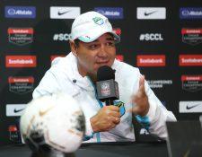 Mauricio Tapia, durante la conferencia de prensa de Comunicaciones. (Foto Prensa Libre: Norvin Mendoza)