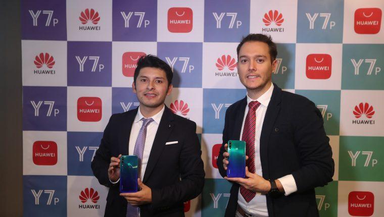 Representantes de Huawei Guatemala presentaron el nuevo Y7p. Foto Prensa Libre: Norvin Mendoza