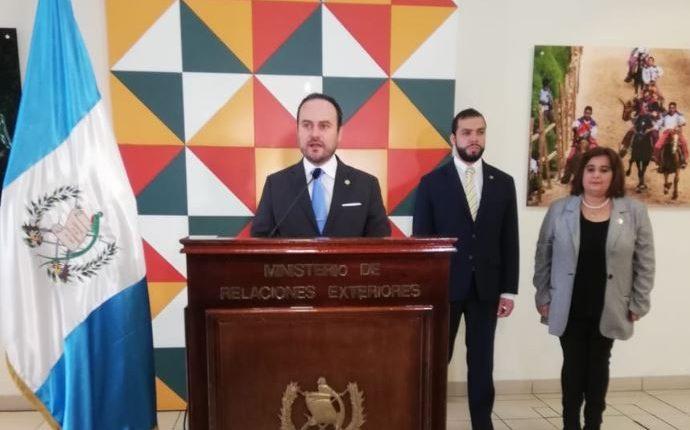 Pedro Brolo, ministro de Relaciones Exteriores, en conferencia de prensa. (Foto Prensa Libre: Andrea Orozco)