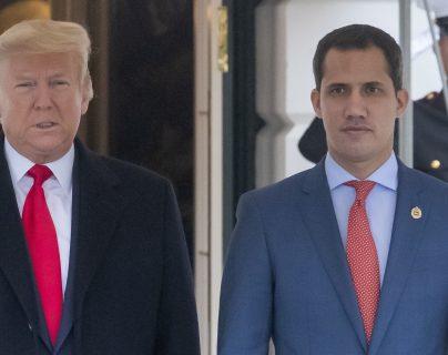 El presidente de Estados Unidos, Donald Trump, y el presidente encargado de Venezuela, Juan Guaidó, en la Casa Blanca. (Foto Prensa Libre: EFE)