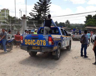 Agentes de la Policía Nacional Civil capturan al alcalde comunitario de Pueblo Nuevo, Ixcán, Quiché, Prudencio Ramírez Pablo. (Foto Prensa Libre: Cortesía Publimóbil Ixcán)