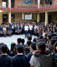 Estudiantes del Instituto de Administración Pública de Huehuetenango no tienen suficientes maestros para recibir clases. (Foto Prensa Libre: Mike Castillo)