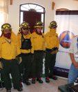 En Quiché fue presentada la brigada departamental contra incendios forestales. (Foto Prensa Libre: Héctor Cordero)