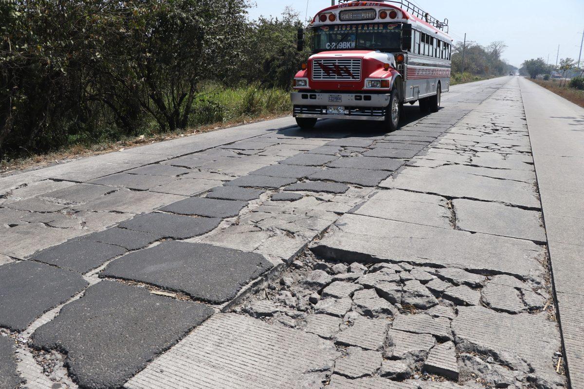Vecinos exigen agilizar reconstrucción de la autopista Puerto Quetzal