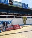 Jóvenes de diferentes centros educativos de Quiché llegan al Estadio Municipal a la actividad deportiva organizada por club Quiché FC. (Foto Prensa Libre: Héctor Cordero)