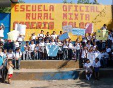 Al menos 150 estudiantes de la escuela Ralda en Nuevo San Carlos, Retalhuleu, no reciben clases desde que comenzó el ciclo escolar. (Foto Prensa Libre: Rolando Miranda)