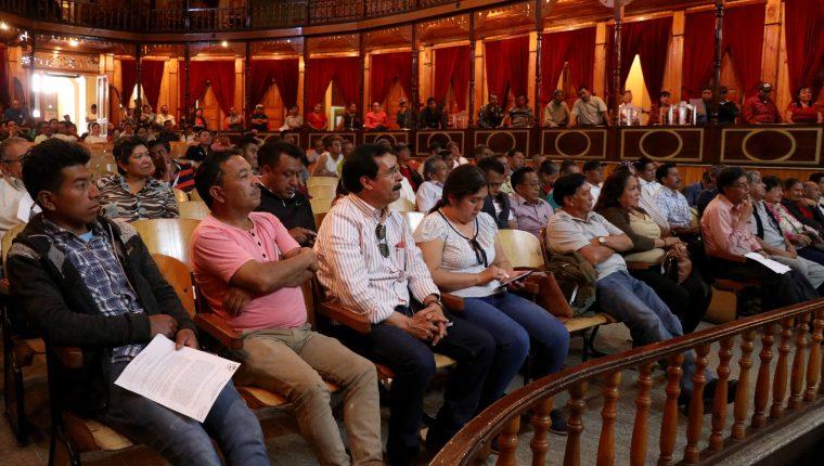 Integrantes de los Cocodes de Huehuetenango, participan en asamblea municipal. (Foto Prensa Libre: Mike Castillo)