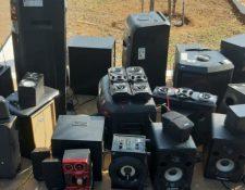 En las requisas muchas veces se incautan aparatos electrónicos que ingresan de manera ilegal. (Foto Prensa Libre: Hemeroteca PL)