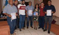 """Representantes de las municipalidades de Zacapa y San Jorge se reúnen con parientes del compositor guatemalteco José Ernesto Monzón, autor de la melodía """"Soy de Zacapa"""". (Foto Prensa Libre: Wilder López)"""