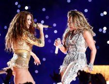 Shakira y JLo en el espectáculo de medio tiempo del Super Bowl. (Foto Prensa Libre: EFE)