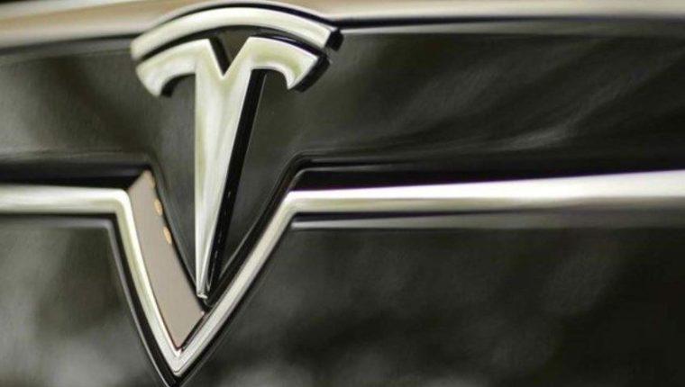 Detalle de la parrilla de un Tesla Model S. (Foto: Reuters.)