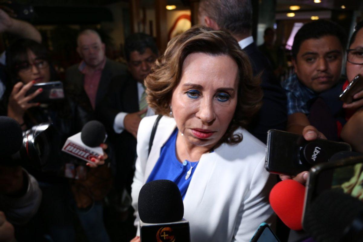 """""""Los traidores son ellos"""": Sandra Torres se reúne con diputados de la UNE y critica a Taracena"""