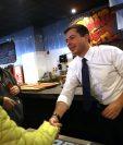 El candidato Pete Buttigieg se dirige a sus seguidores en New Hampshire. (Foto Prensa Libre: AFP)