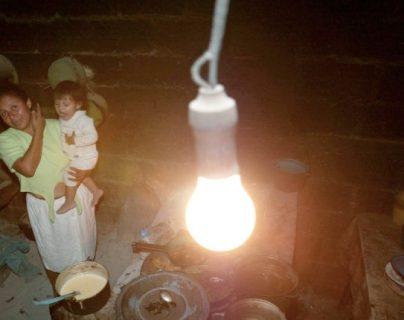 El proyecto de EEGSA consiste en conectar comunidades de la provincia que actualmente no cuentan con energía. (Foto, Prensa Libre: Hemeroteca PL).