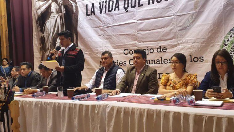 Directivas de los 48 Cantones de Totonicapán se reúnen con funcionarios de gobierno, entre ellos el vicepresidente Guillermo Castillo. (Foto Prensa Libre: @GuilleCastilloR)