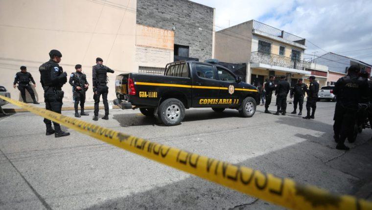 La sede de la DEIC fue atacada por desconocidos que luego fueron capturados. (Foto Prensa Libre: Carlos Hernández Ovalle)