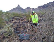 Un voluntario de Águilas del Desierto busca a migrantes ene l desierto de Arizona. (Foto: Águilas del Desierto)