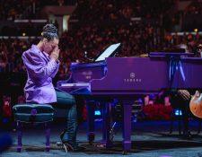Alicia Keys rindió homenaje a Kobe Bryant y su hija Giana Bryant en el tributo póstumo que se realizó en Los Ángeles. (Foto Prensa Libre: Alicia Keys)