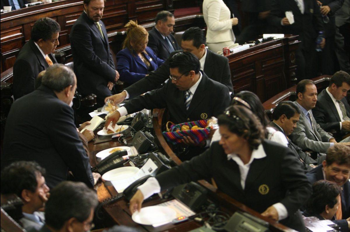 Gastos y prebendas para diputados desatan polémica en el Congreso