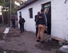 Los allanamientos comenzaron a las seis de la mañana de este sábado en cuatro municipios de Escuintla. (Foto Prensa Libre)