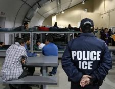 Agentes del ICE están en la mira por agresión. (Foto: AFP)