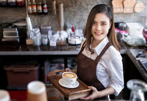 Una de las capacitaciones que ofrece la plataforma es barismo. (Foto Prensa Libre: Shutterstock)