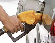 Precios de combustibles podrían seguir a la  baja. (Foto, Prensa Libre: Hemeroteca PL).