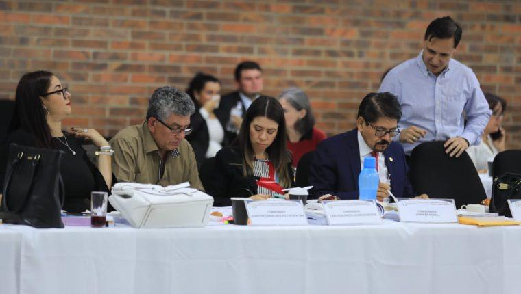 Comisionados para postular candidatos a magistrados de Corte de Apelaciones se reúnen en la Universidad Mesoamericana este 13 de febrero de 2020. (Foto Prensa Libre: Juan Diego González)