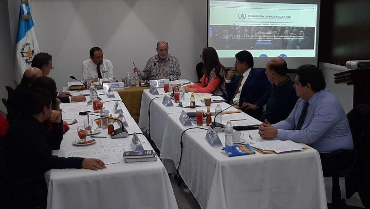 La comisión de postulación de magistrados para el TSE en su reunión de este 1 de febrero 2020. (Foto Prensa Libre: Andrea Domínguez)