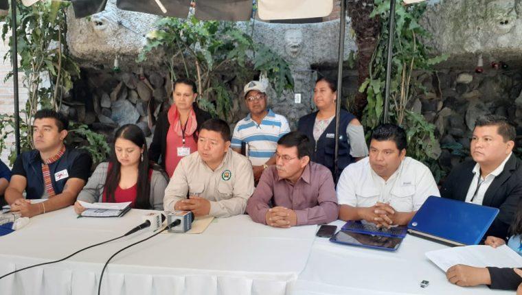 Representantes de la ONG de Huehuetenango durante la conferencia de prensa. (Foto Prensa Libre: Mike Castillo).