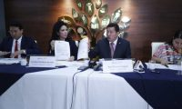 Raúl Romero, ministro de Desarrollo, en conferencia de prensa sobre hallazgos en la cartera que dirige. (Foto Prensa Libre: Esbin García)