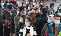 Daegu (Korea, Republic Of), 21/02/2020.- Mask-wearing tourists wait for a train at Seoul Station in Seoul, South Korea, 21 February 2020. (Corea del Sur, Seúl) EFE/EPA/YONHAP SOUTH KOREA OUT