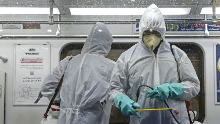 La Organización Mundial de la Salud (OMS) indica que el coronavirus puede aparecer en cualquier lugar y todos los países deben prepararse. (Foto Prensa Libre: EFE)