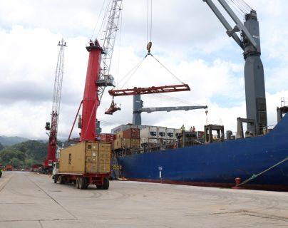 Los contenedores están siendo apilados en los puertos chinos por los estrictos controles sanitarios por el coronavirus y se proyecta una baja en el comercio con Guatemala en el segundo trimestre del año. (Foto Prensa Libre: Hemeroteca)