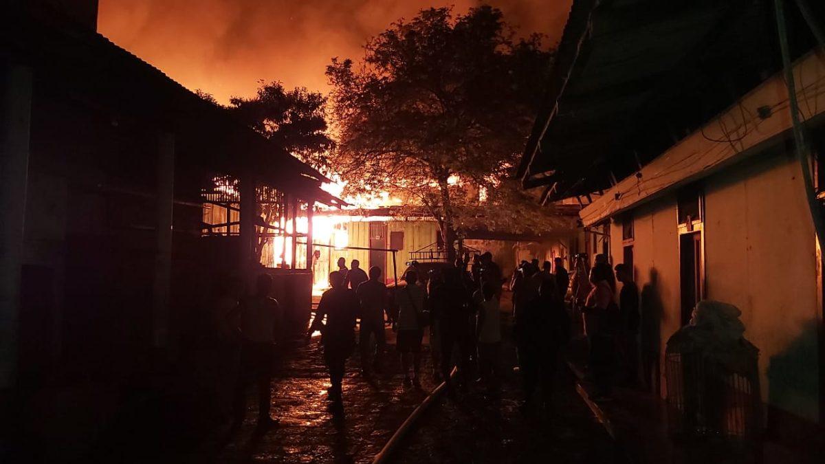 Incendio destruye inmueble en el centro de Mazatenango