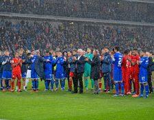 Los jugadores de ambos equipos dieron una muestra de 'fair play'. (Foto Prensa Libre: Twitter  @tsghoffenheim)