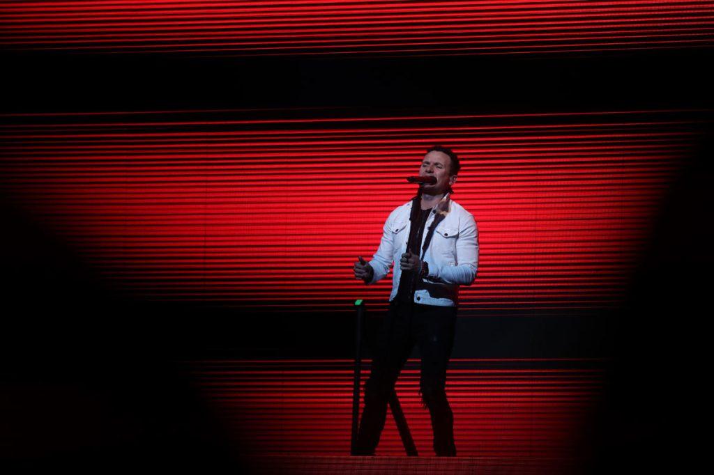 """El colombiano comenzó su presentación con el """"Simples corazones"""", tema que le da título a su reciente gira. (Foto Prensa Libre: Keneth Cruz)"""